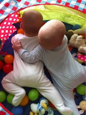 De cuidar dos recién nacidos a cuidar uno solo…