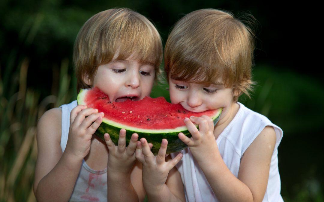 ¿Cuando comerán (como Dios manda y con cuchillo y tenedor) mis gemelos?
