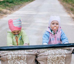 En la calle con gemelos