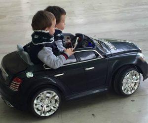 Gemelos al volante