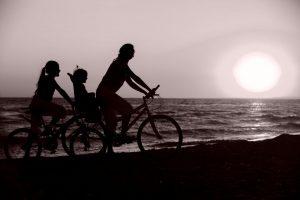 Familia monoparental con dos hijos y familias numerosas